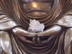 buddha-holding-crystal